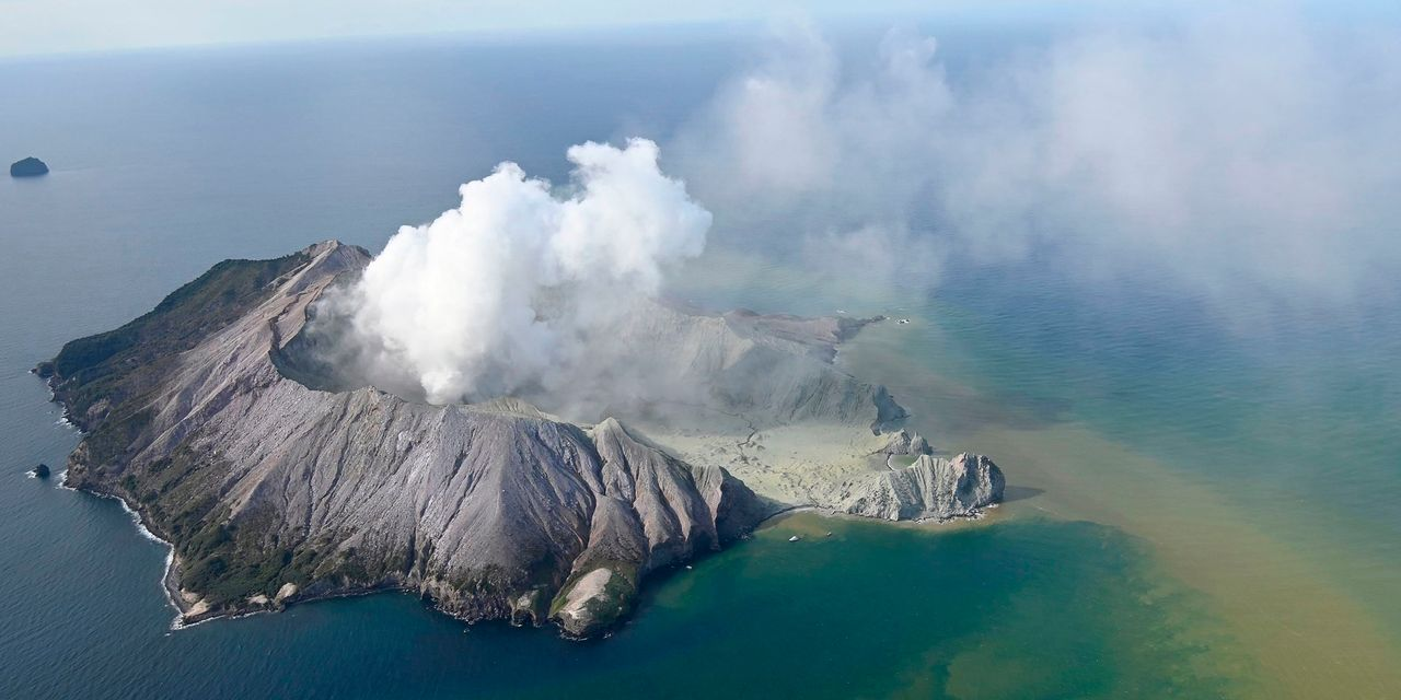 New Zealand Volcano Erupts, Tourists Missing