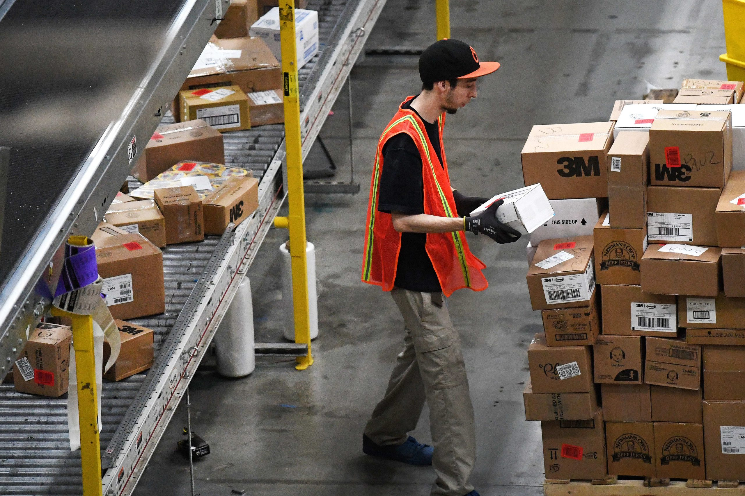 Amazon blocks sellers from using FedEx ground-delivery shipping