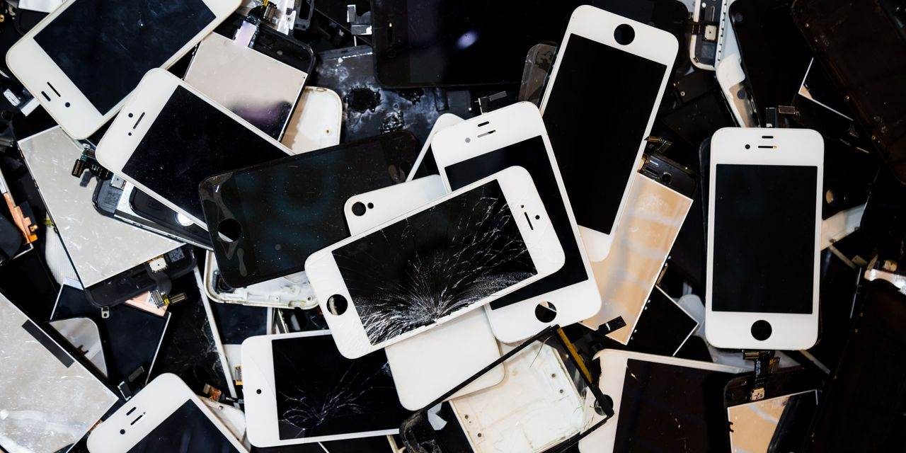 Do You Protect Your iPhone? It's a Case Study That Divides Americans.