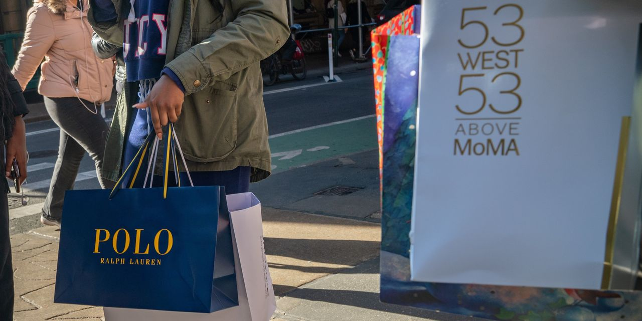 U.S. Retailers, Delivery Companies Stress Over Last-Minute Shoppers