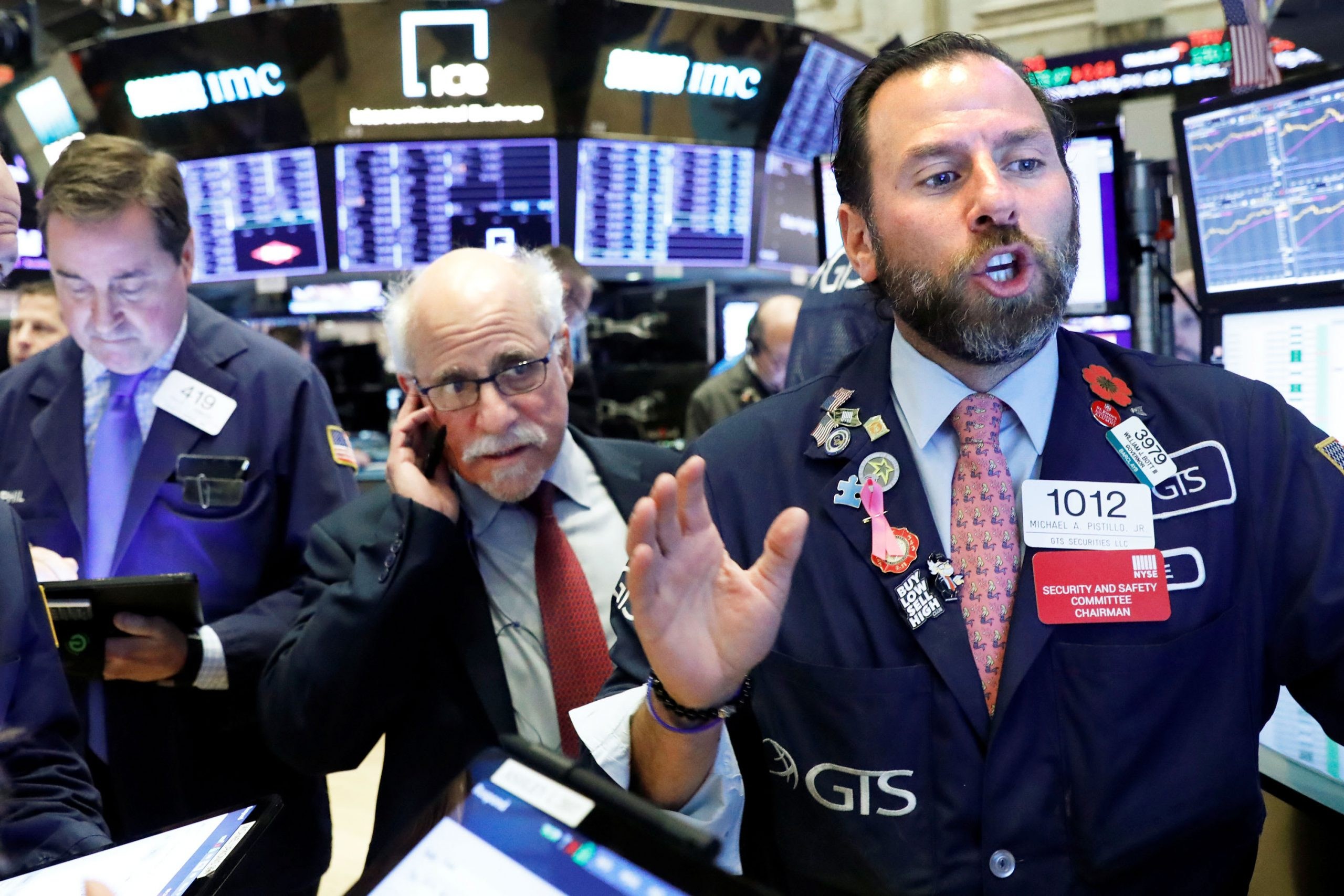 US futures point to a slightly higher open
