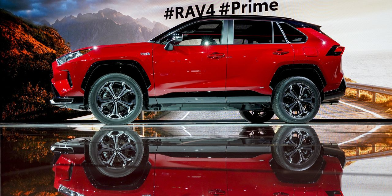 Auto Makers See SUVs, Trucks Charging Electric-Vehicle Sales