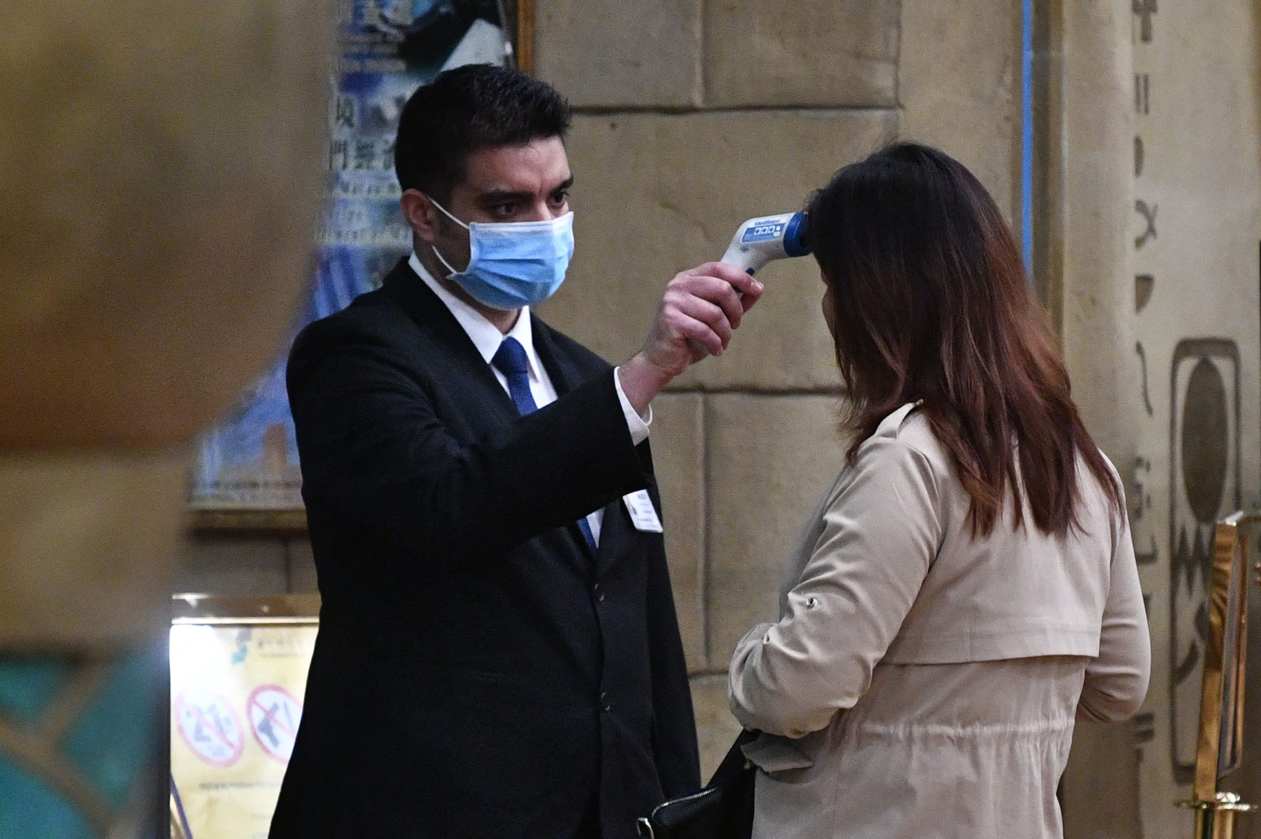 US futures down more than 200 points as coronavirus cases rise