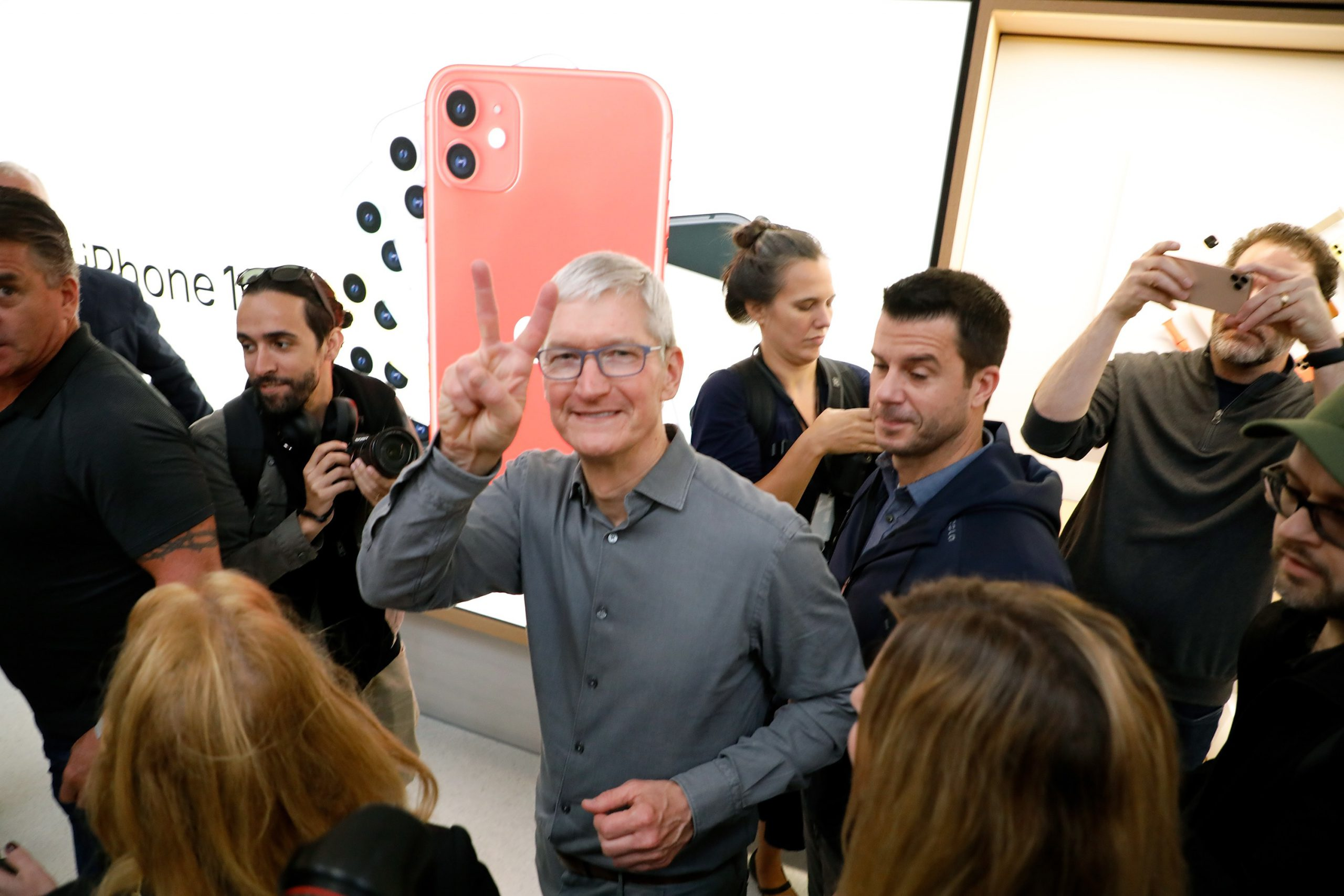 Apple now has $207.06 billion in cash on hand, up slightly from last quarter