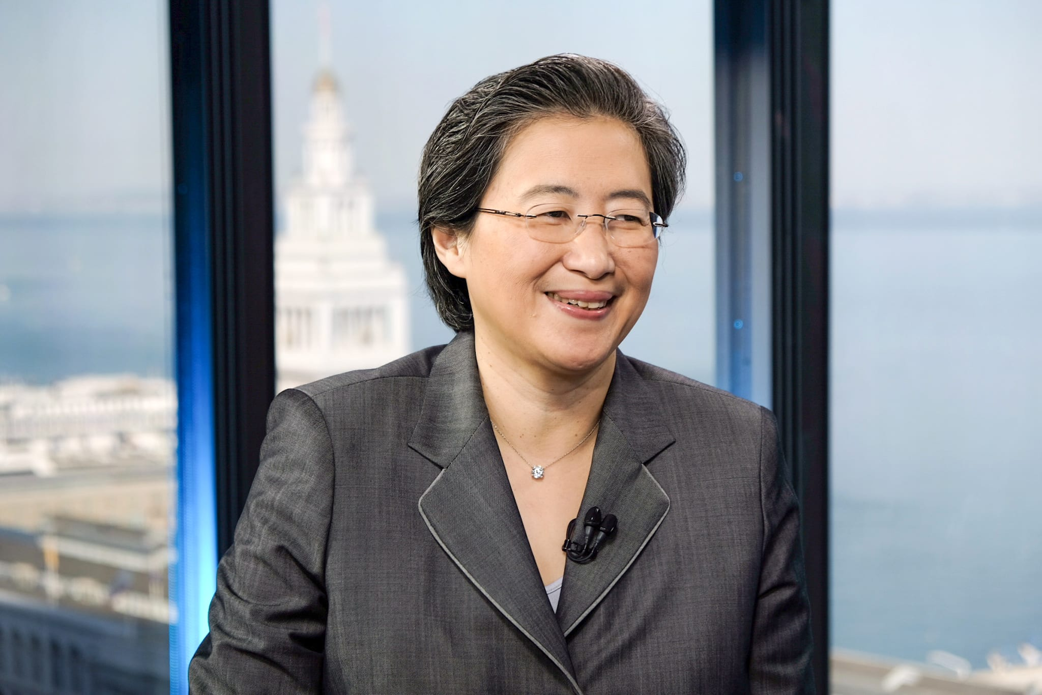 AMD falls after soft revenue projection