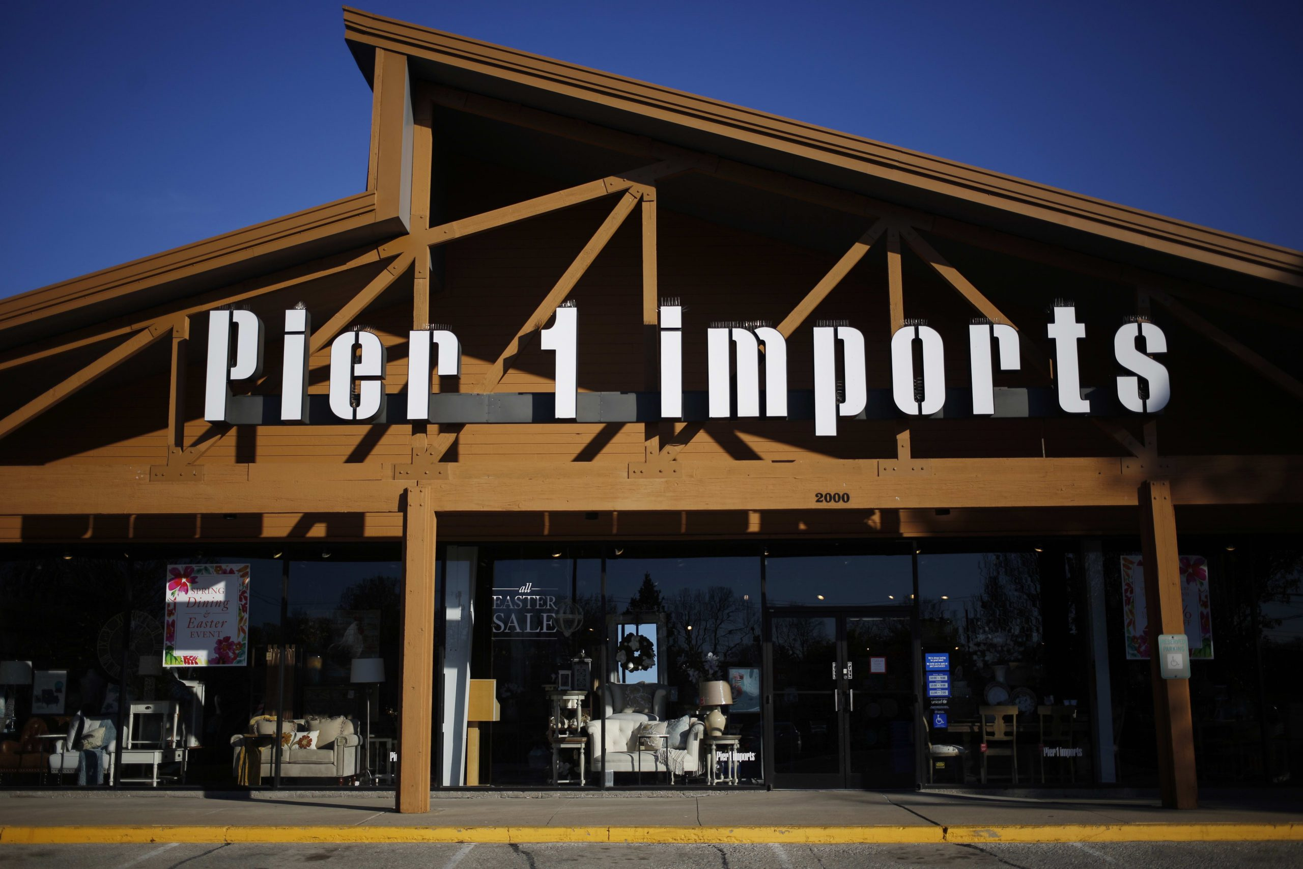 Pier 1 files for Ch. 11 bankruptcy as talks with potential buyers continue