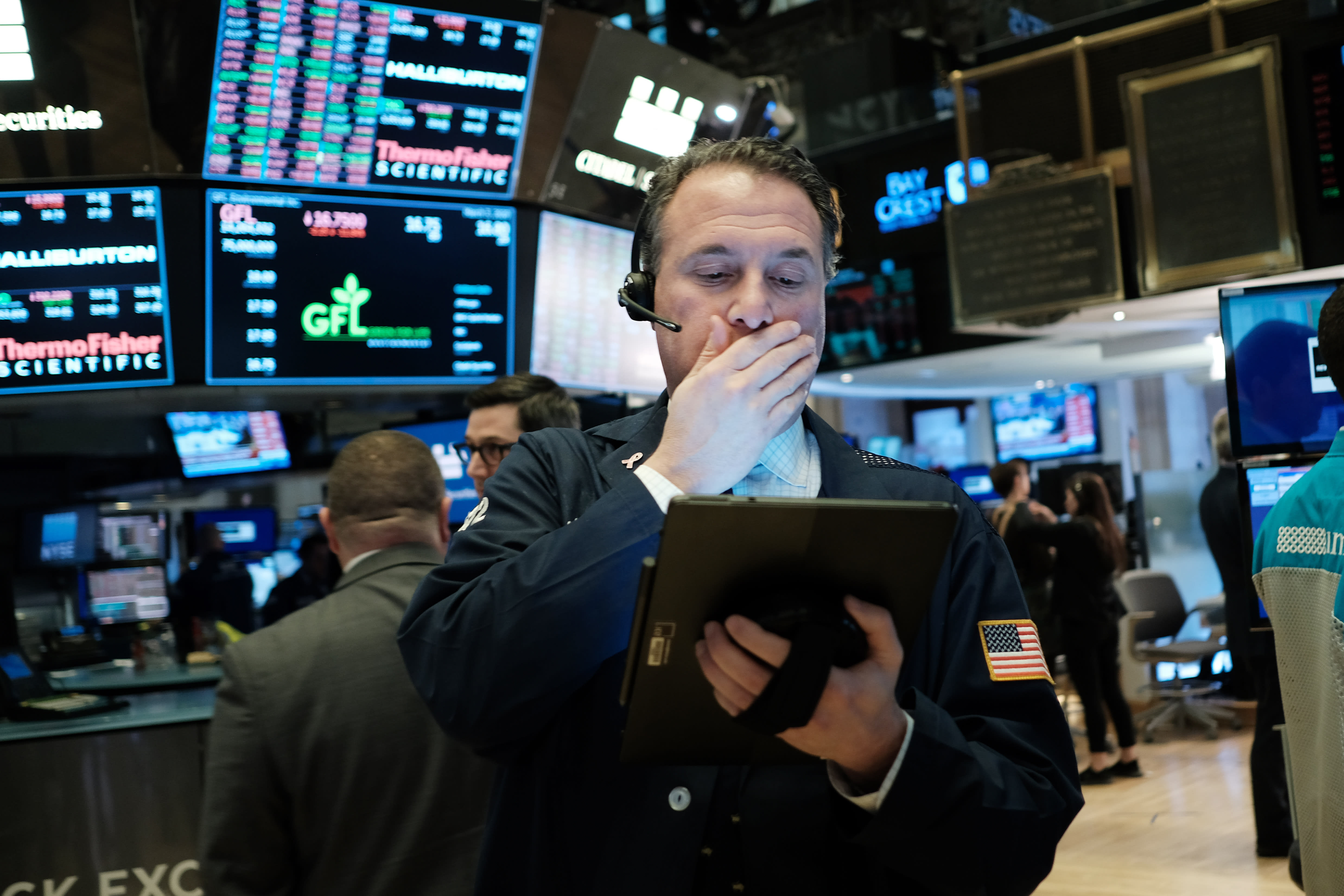 Stock market live updates: Futures point to 5% drop at the open, oil tanks 20%, 10-year hits record low