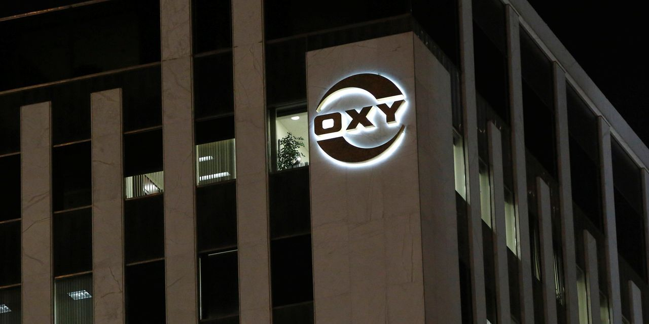 Occidental Petroleum Cuts Pay for Staff, Executives