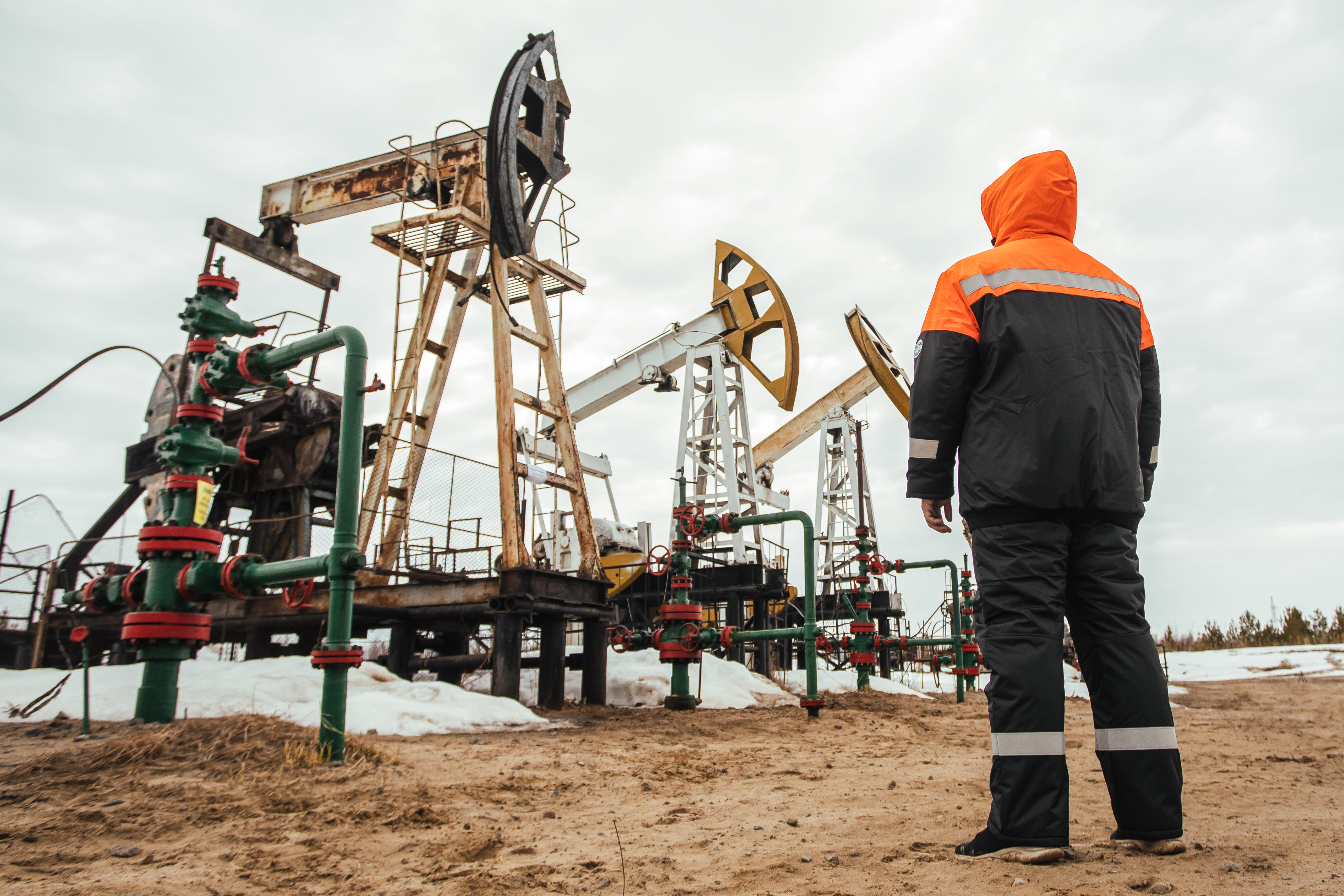 Oil traders have never seen 'insane' market like this before, fear more declines to negative prices