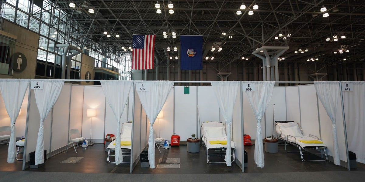 Photos show how New York City is dealing with the coronavirus outbreak