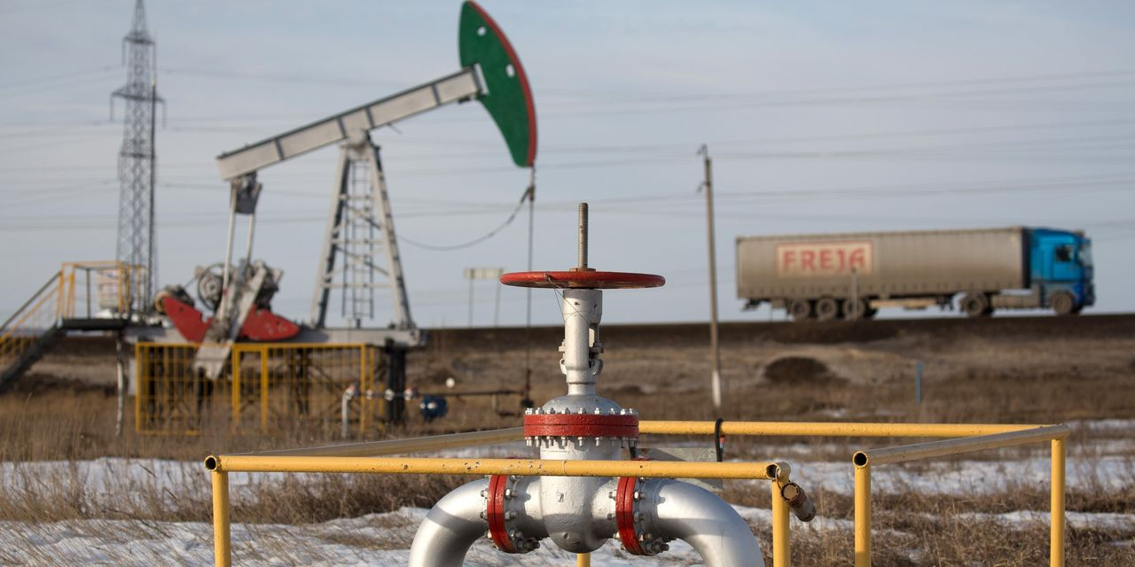 Oil Leaps on Hopes for U.S. Action, End to Saudi-Russia Spat