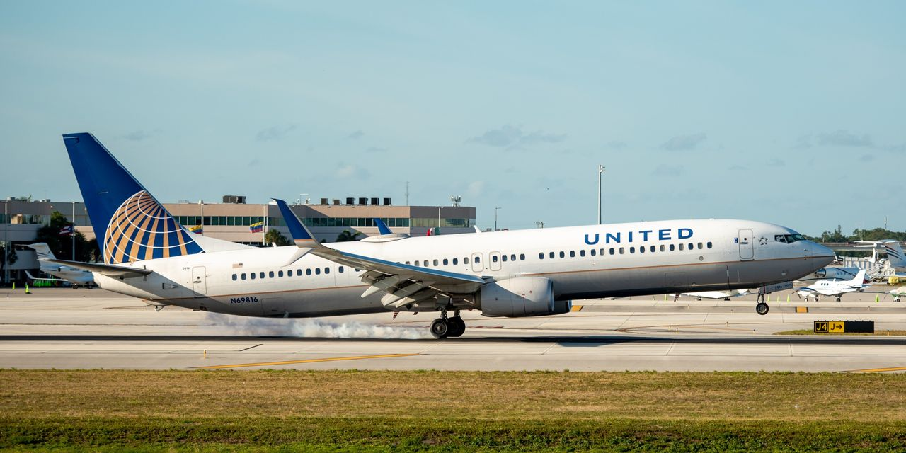 United, Delta Weigh Selling Miles Early to Raise Cash in Coronavirus Crisis