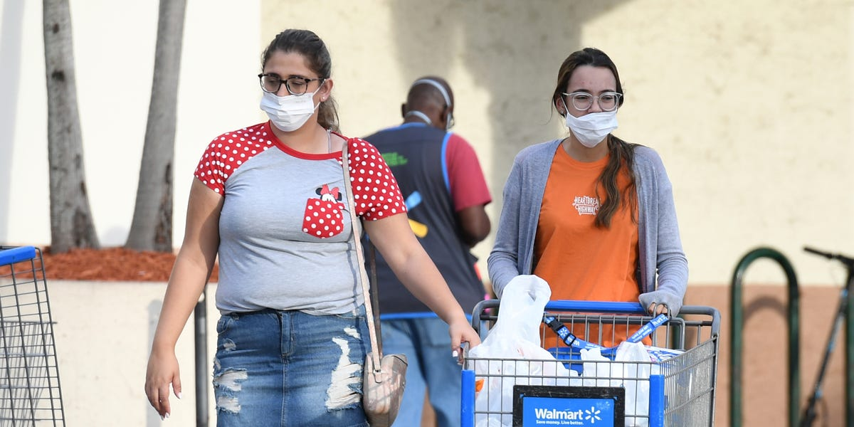 New York City mayor says grocery stores should require customers to wear masks