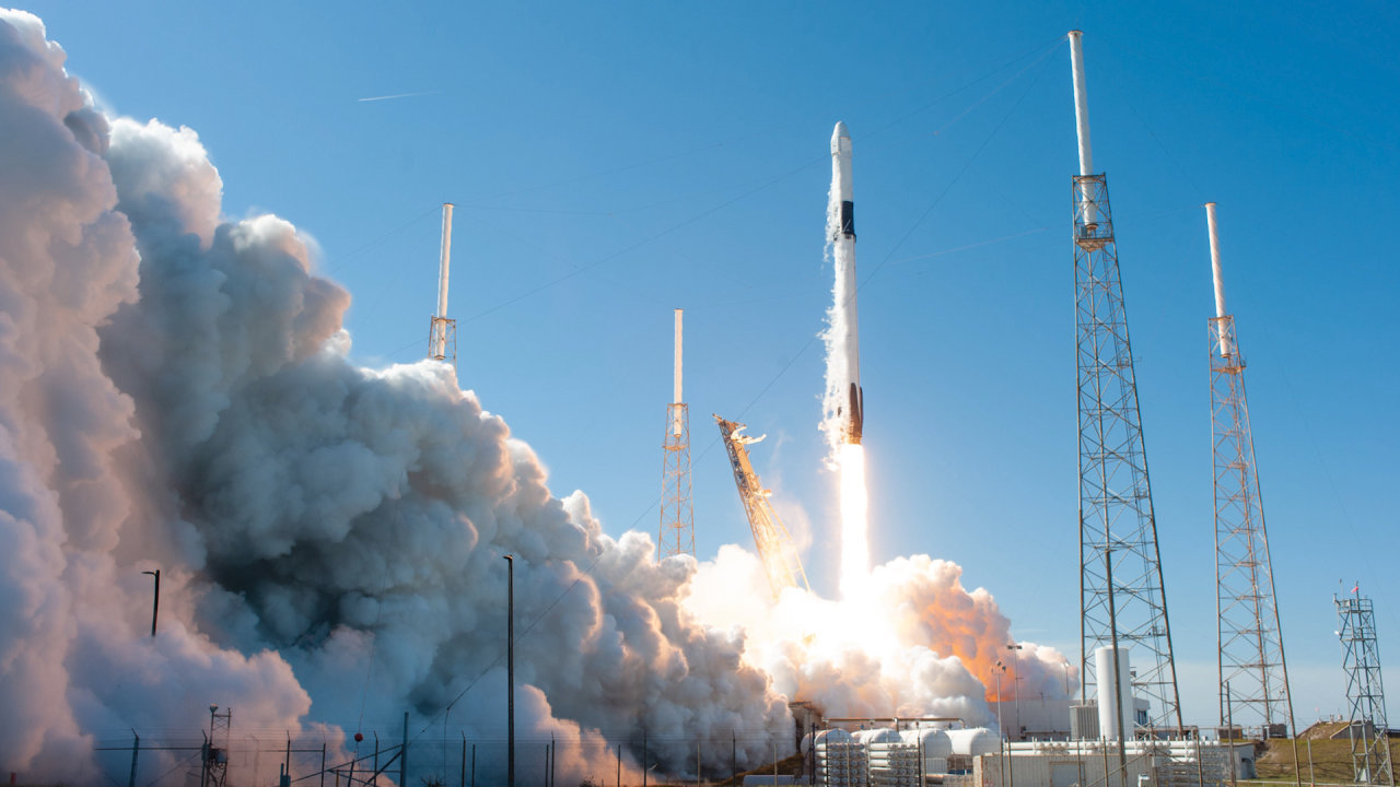 With SpaceX Poised for Takeoff, Small Rocket Startups Fall Behind