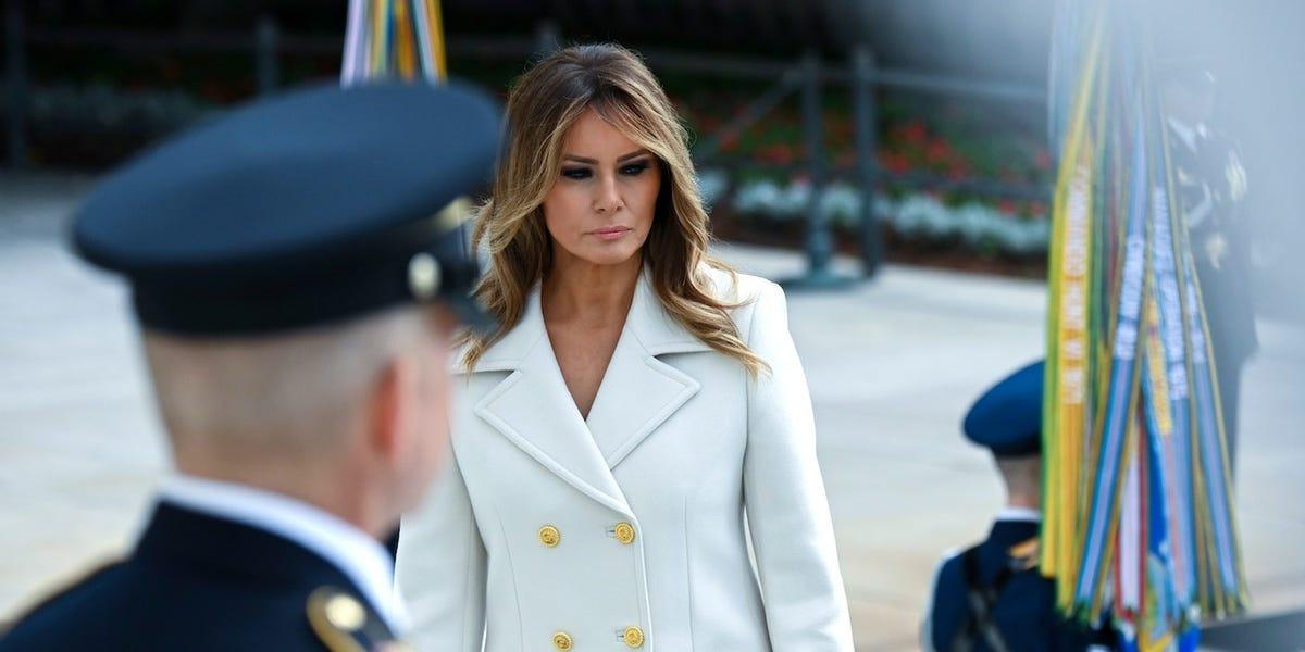 Melania Trump ignores her own advice to Americans to wear face masks