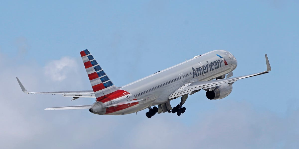 American Airlines buyout offers ahead of layoffs: free flights, more