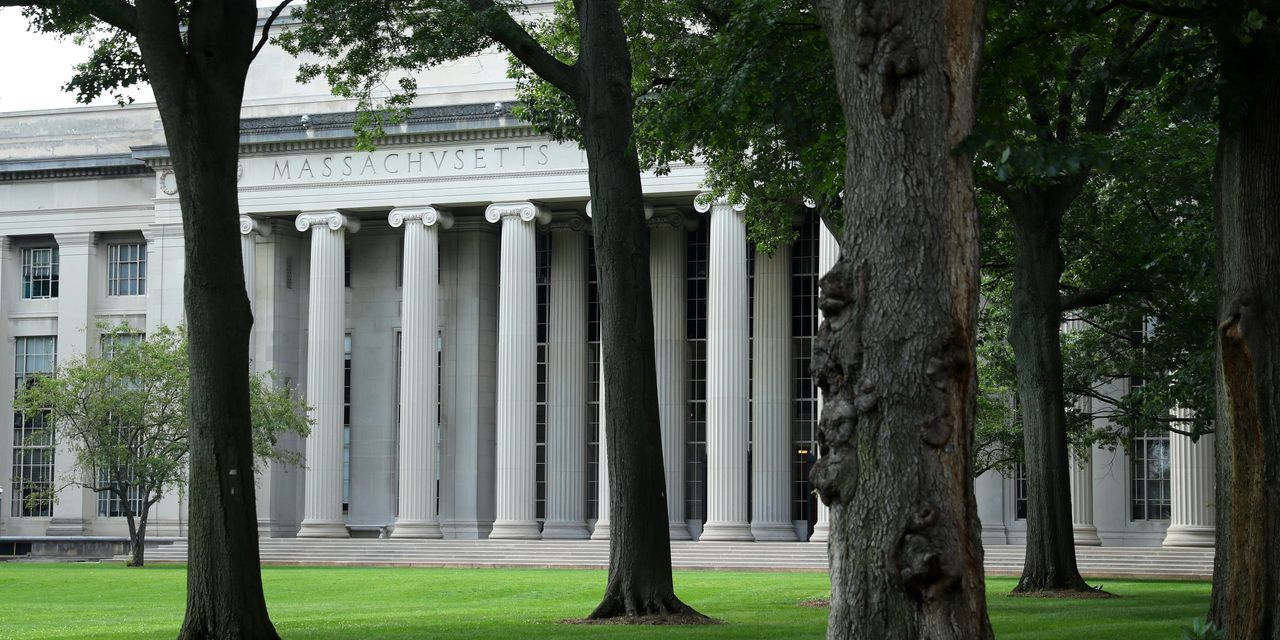 White House Rescinds Rules on Foreign Students Studying Online